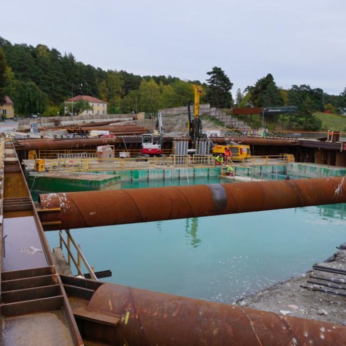 Mälarprojekt Södertälje, Baugrube der Drehtore am südlichen Schleusenende